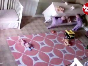 2 yaşındaki çocuk, kardeşini böyle kurtardı