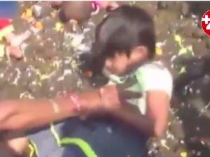 Hindistan'da çocuklar inek pisliğine batırılıyor